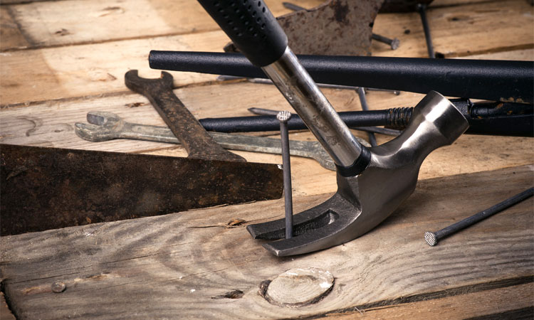 curved claw vs straight claw hammer